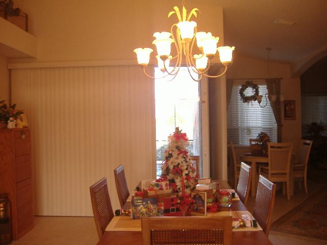 11-23-12Christmas Decorating 002